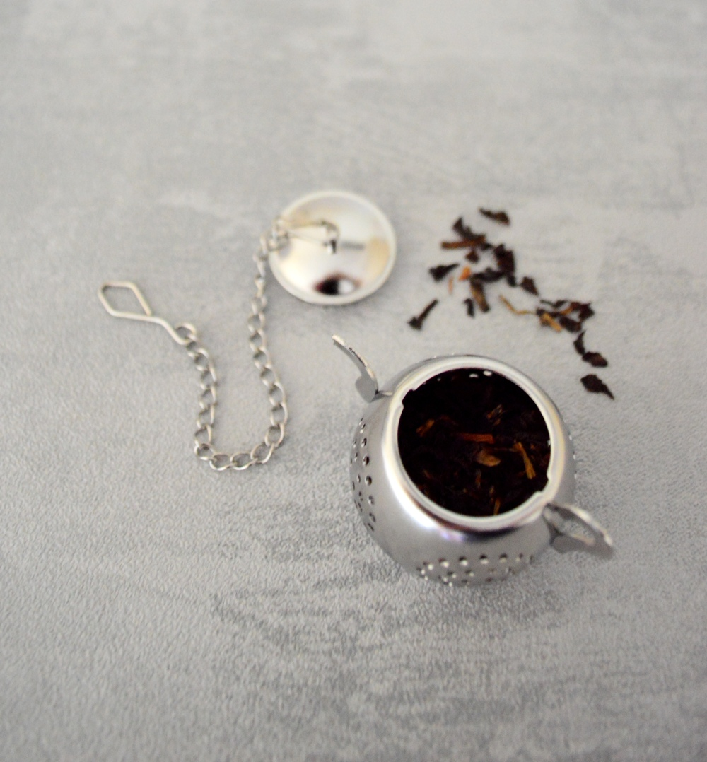 Infuser with tea